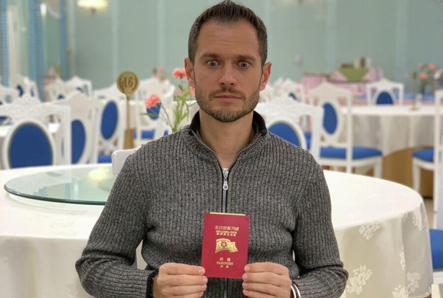 С паспортом Северной Кореи в Пхеньяне. Январь 2019