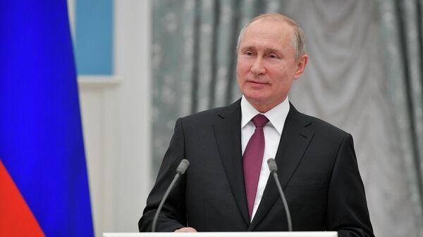 Президент РФ Владимир Путин на церемонии вручения премий