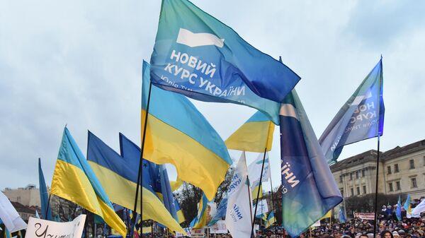 Сторонники кандидата в президенты Украины Юлии Тимошенко во время ее встречи с избирателями во Львове