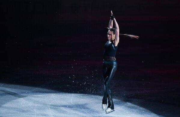 Алина Загитова (Россия) участвует в показательных выступлениях на чемпионате мира по фигурному катанию в Сайтаме