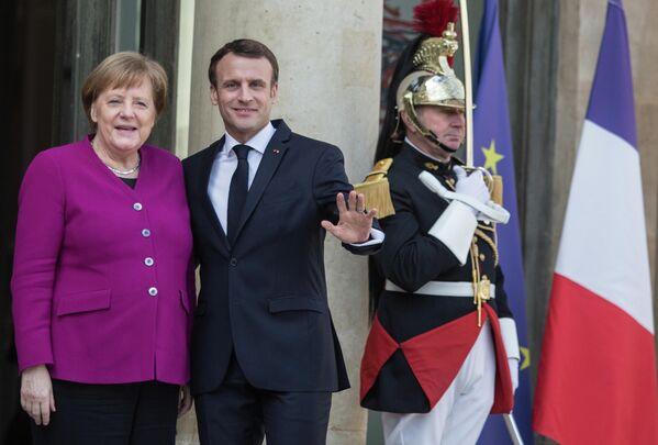 Федеральный канцлер Германии Ангела Меркель и президент Франции Эммануэль Макрон во время встречи лидеров стран ЕС и Китая в Париже