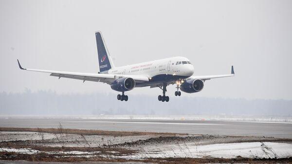 Самолет Ту-204-300 Сергей Королев совершает посадку на аэродроме Чкаловский в Московской области