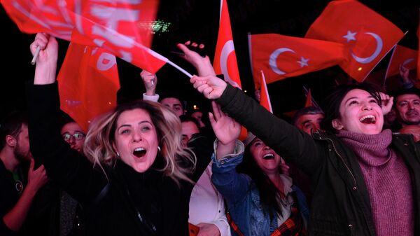 Сторонники Народно-республиканской партии Турции во время муниципальных выборов в Анкаре. 31 марта 2019