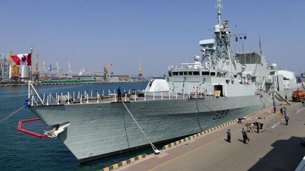 Канадский фрегат FHH333 Toronto, пришвартованный у причала морского вокзала Одессы