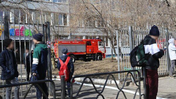 Эвакуация школы во время пожара в Красноярске. 3 апреля 2019