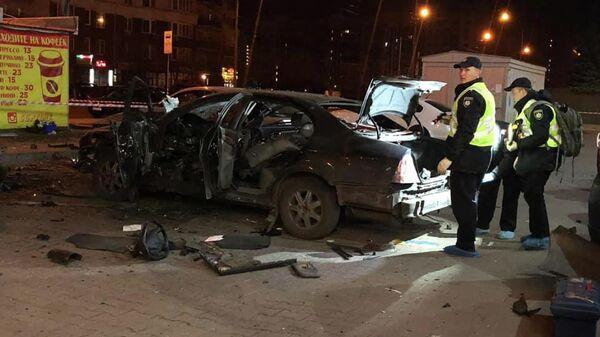 Место взрыва автомобиля в Киеве