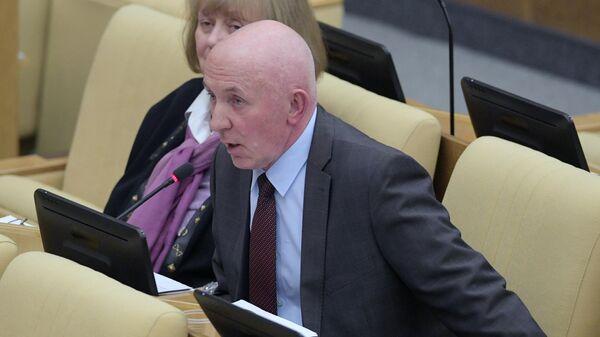 Первый заместитель председателя комитета Государственной Думы по государственному строительству и законодательству Юрий Синельщиков