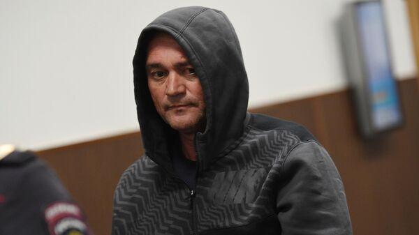 Бывший генеральный директор компании Региональные электрические сети Сергей Ильичев, обвиняемый в хищении 4 миллиардов рублей, перед началом заседания суда. 5 апреля 2019
