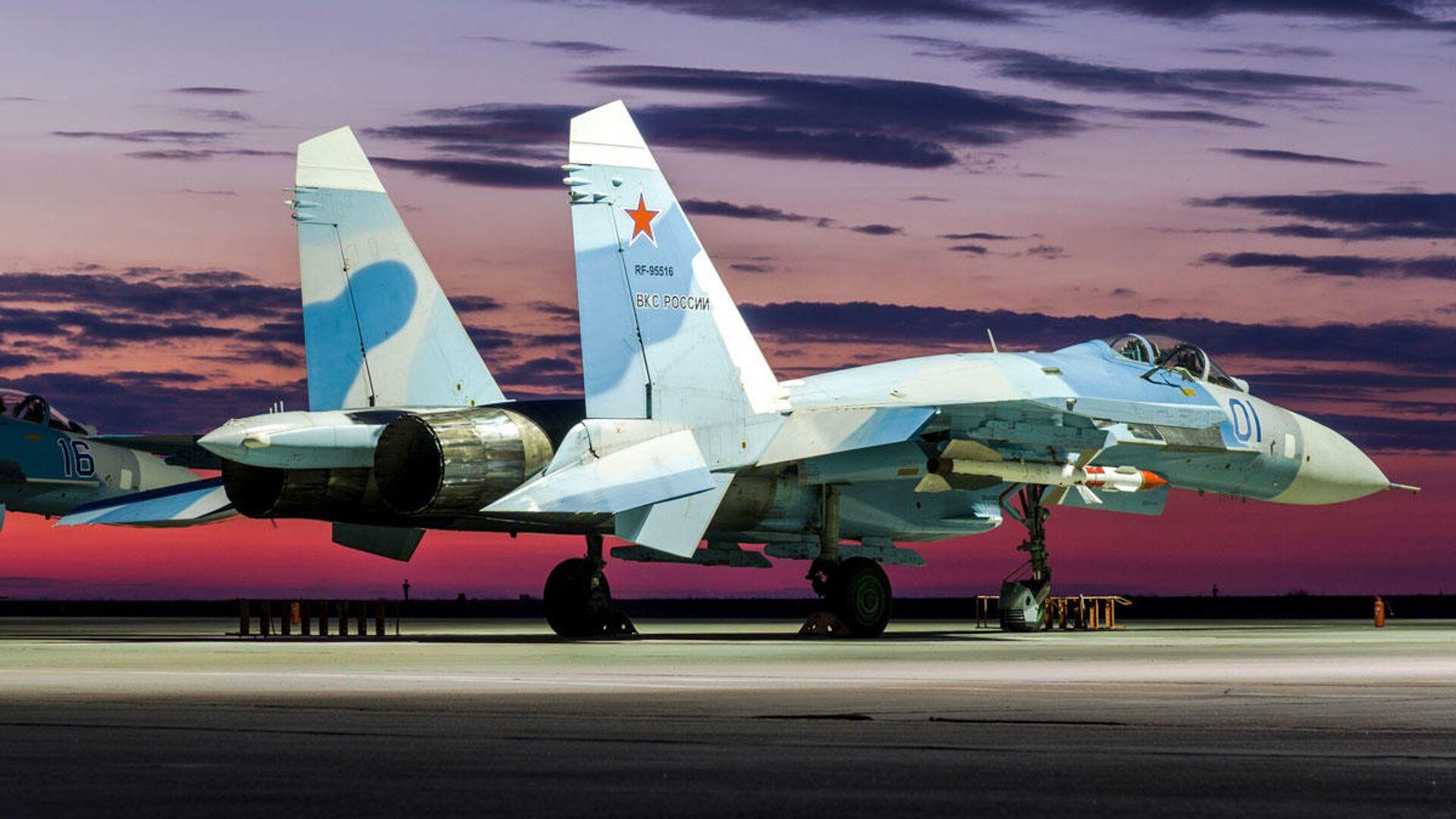Истребитель Су-27 на закате в дни летно-тактического учения в Астраханской области - РИА Новости, 1920, 22.07.2021