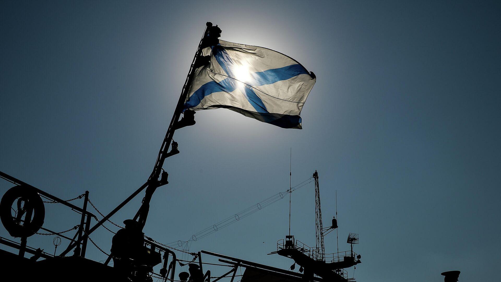 Андреевский флаг на одном из кораблей Черноморского флота РФ - РИА Новости, 1920, 14.09.2020