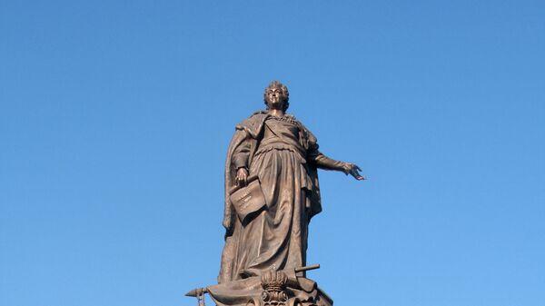 Памятник российской императрице Екатерине II – центральная фигура скульптурной композиции, изображающей основателей Одессы