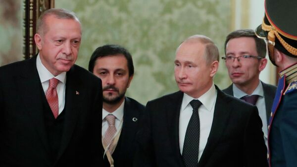 Президент РФ Владимир Путин и президент Турции Реджеп Тайип Эрдоган перед началом восьмого заседания российско-турецкого Совета сотрудничества высшего уровня. 8 апреля 2019