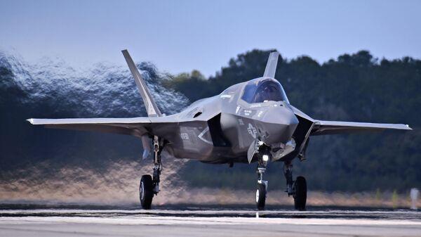 Военный самолет F-35