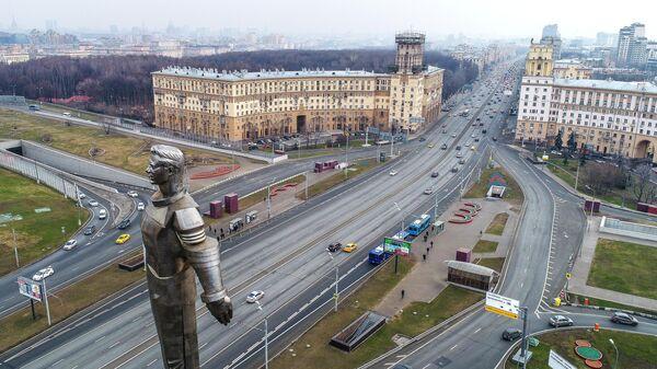Памятник космонавту Юрию Гагарину на Ленинском проспекте в Москве
