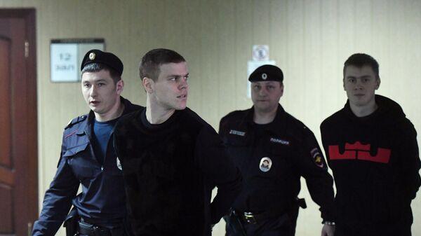 Александр Кокорин (второй слева) и его брат Кирилл Кокорин (справа)