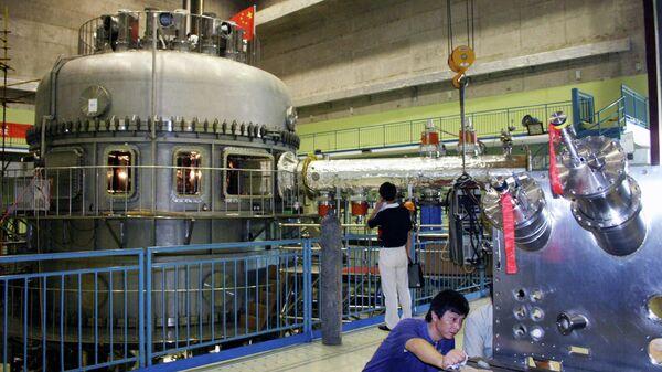 Экспериментальный сверхпроводящий токамак в городе Хэфэй, Китай