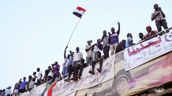 Акция протеста у здания министерства обороны в Хартуме
