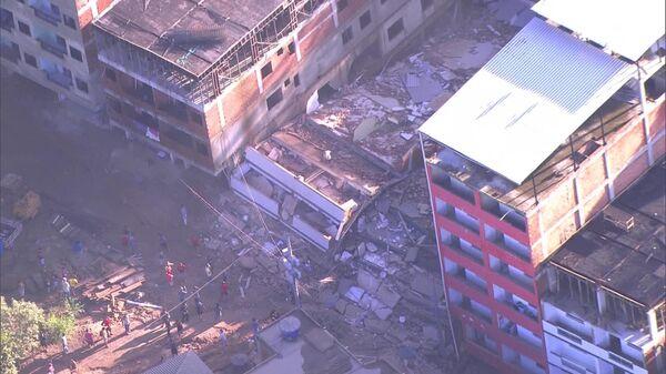 Место обрушения зданий на западе Рио-де-Жанейро