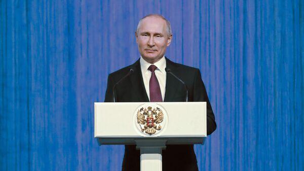 Президент РФ Владимир Путин выступает на торжественном вечере Первые в космосе, посвящённом Дню космонавтики