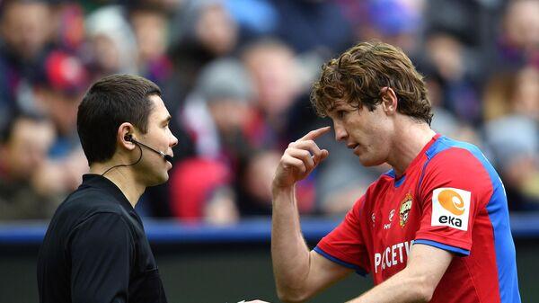Защитник ЦСКА Марио Фернандес (справа)