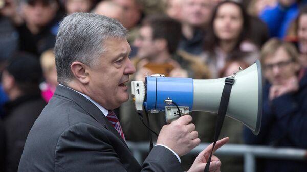 Кандидат в президенты Украины Петр Порошенко вышел на стадион НСК Олимпийский в Киеве