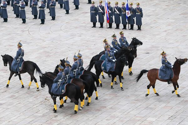 Развод конных и пеших караулов Президентского полка