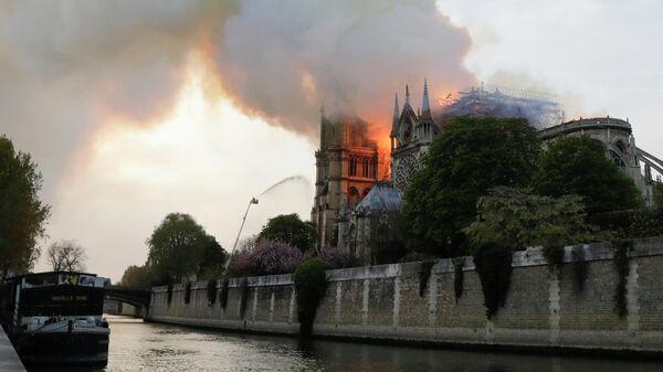 Пожар в соборе Нотр-Дам-де-Пари в Париже, Франция. 15 апреля 2019