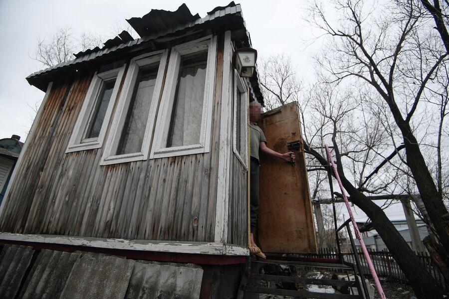 Житель бочки в Кировском районе Омска