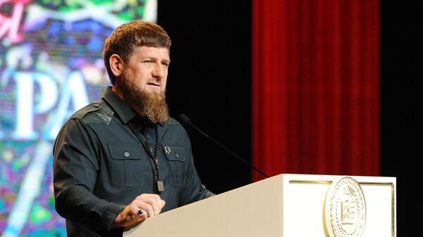 Глава Чеченской Республики Рамзан Кадыров выступает на торжественном мероприятии посвященном Дню мира в Чеченской Республике в Государ