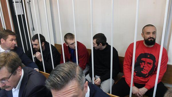 Задержанные украинские моряки в Лефортовском суде Москвы. 17 апреля 2019