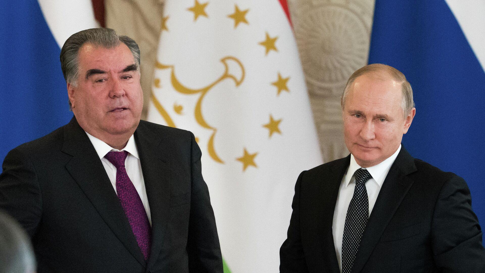 Президент РФ Владимир Путин и президент Таджикистана Эмомали Рахмон во время встречи. 17 апреля 2019 - РИА Новости, 1920, 22.07.2021