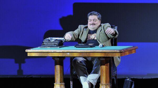 Писатель Дмитрий Быков выступает на одном из последних живых концертов проекта Гражданин Поэт