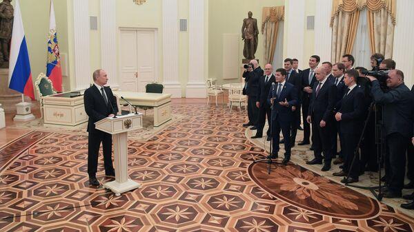 Президент РФ Владимир Путин во время встречи с выпускниками второго потока программы развития управленческого кадрового резерва. 17 апреля 2019