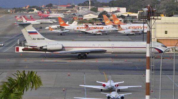 Российский самолет Ил-62М в международном аэропорту Майкетии имени Симона Боливара в Венесуэле
