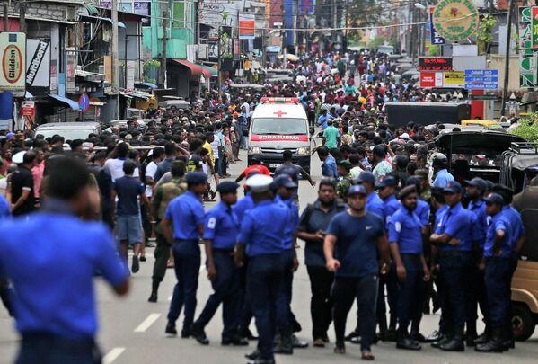 Ситуация в городе Коломбо на Шри-Ланке, где произошла серия взрывов во время празднования католической Пасхи. 21 апреля 2019