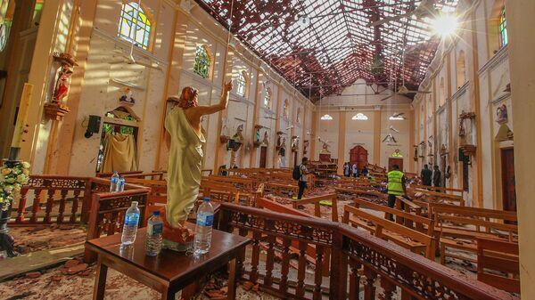 На месте взрыва в церкви Святого Себастьяна в Негомбо, Шри-Ланка
