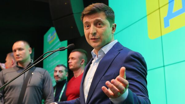 Кандидат в президенты Украины от партии Слуга народа Владимир Зеленский в собственном штабе. 21 апреля 2019
