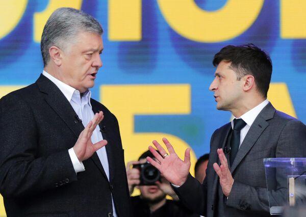 Петр Порошенко и Владимир Зеленский во время дебатов