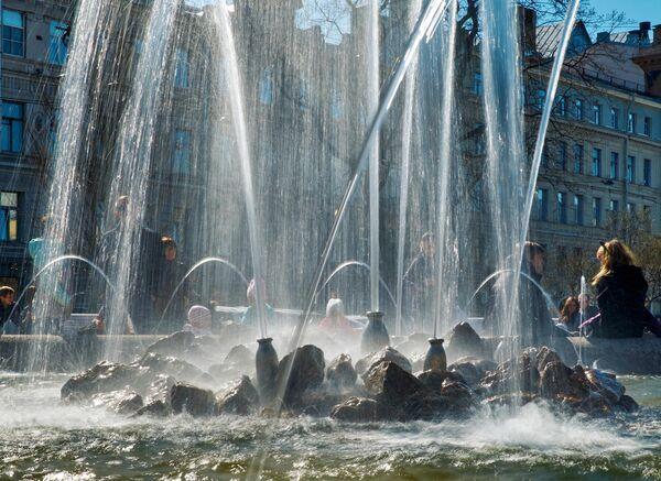 Фонтан на Итальянской площади в Санкт-Петербурге