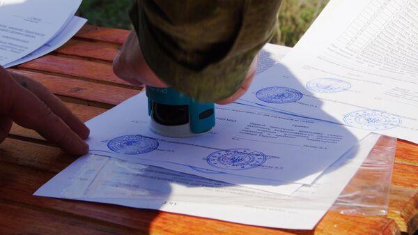 Подписание документов во время передачи военнопленных