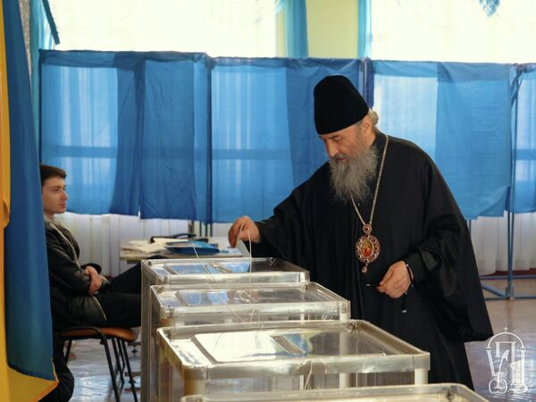 Голосование митрополита Киевского и всея Украины Онуфрия во втором туре президентских выборов на Украине. 21 апреля