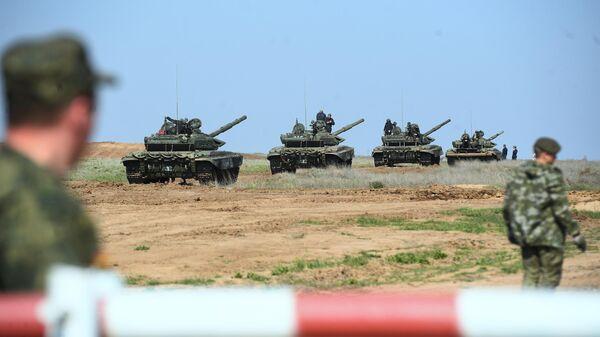 Танки Т-90 во время учений 20 отдельной мотострелковой бригады 8 общевойсковой армии в Волгоградской области