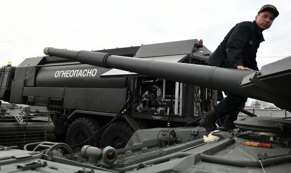 Военная техника, которую доставили в Москву с полигона Алабино для участия в параде Победы на Красной площади 9 мая