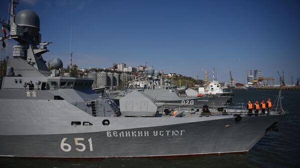 Малый ракетный корабль проекта 21631 Великий Устюг на учениях корабельных ударных групп Каспийской флотилии ВМФ России