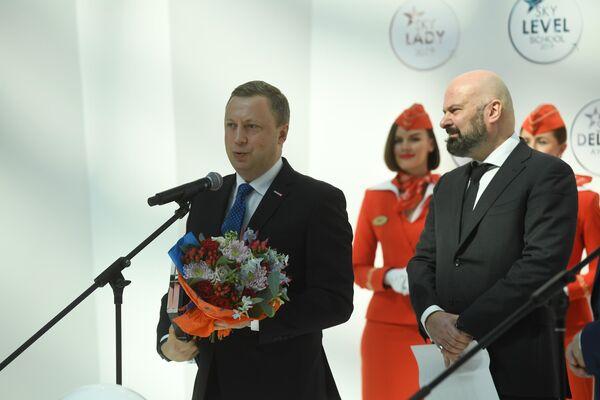 Награда как самому летающему тележурналисту досталась Эдуарду Петрову
