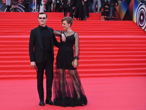 Актеры Егор Бероев и Ксения Алферова во время церемонии закрытия 41-го ММКФ в Москве