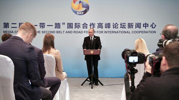 Президент РФ Владимир Путин отвечает на вопросы журналистов на пресс-конференции по итогам участия во втором форуме международного сотрудничества Один пояс - один путь в Пекине. 27 апреля 2019