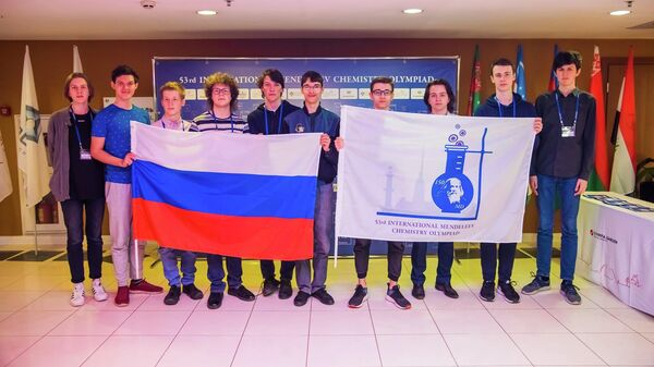 Российские школьники на открытии Международной Менделеевской олимпиаде по химии (IMChO-53) в Санкт-Петербурге