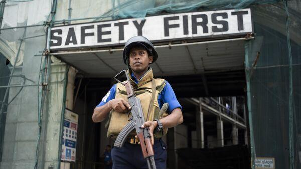 Военный на улице Коломбо, Шри-Ланка
