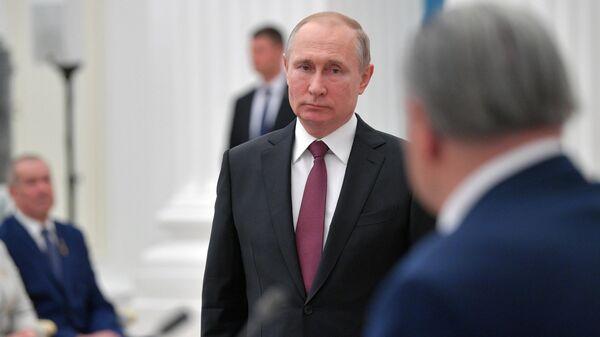Президент РФ Владимир Путин выступает на церемонии вручения медалей Герой Труда Российской Федерации. 29 апреля 2019